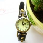 Hot Sales Rivet Embellished Round Dial Black Watch
