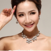 Korea Gorgeous Flowers Shaped Crystal Wedding Jewe