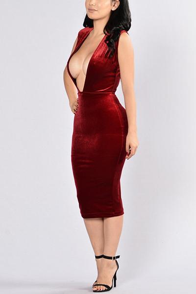 Сексуальная Глубокий V-Образным Вырезом Без Рукавов Спинки Красный Бархат Оболочка Длина Колена Платье
