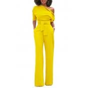 Casacos de uma peça de poliéster amarelo de um ombro com estilo, com um cinto