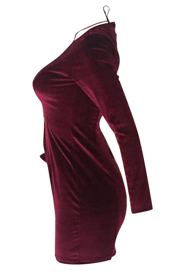 Mini vestido de terciopelo de terciopelo rojo ahueca hacia fuera atractivo del cuello en v profundo