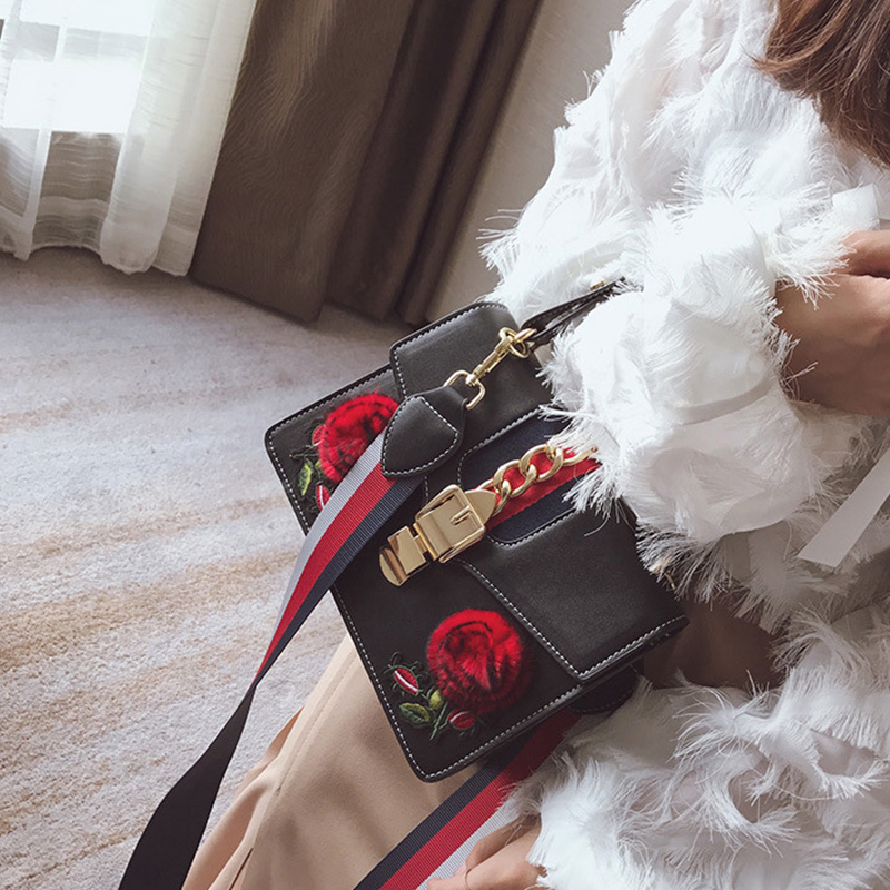 Lovely Fashion Floral Decorative Hasp Black PU Clutches Bags