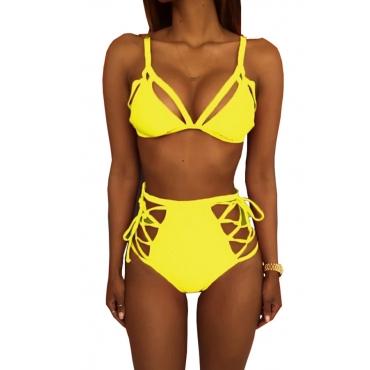Trajes De Baño De Dos Piezas De Poliéster Amarillos Ahuecados De La Moda Encantadora Con Cordones