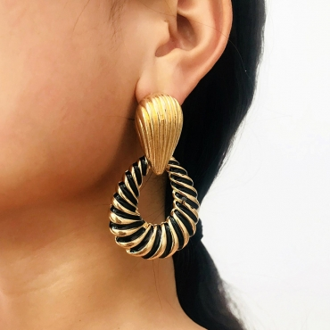 Lovely Euramerican  Hollowed-out Gold Alloy  Earring