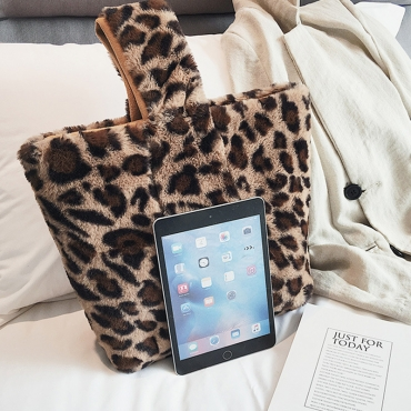 Lovely Fashion Leopard Printed Brown Plush Clutches Bags