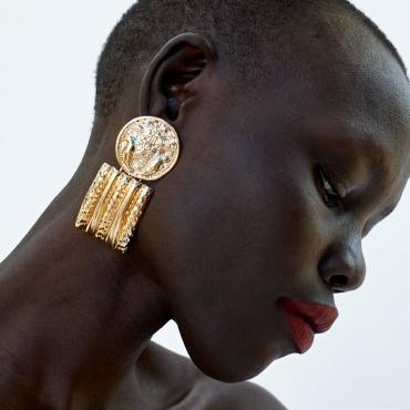 Lovely Vintage Gold Earring