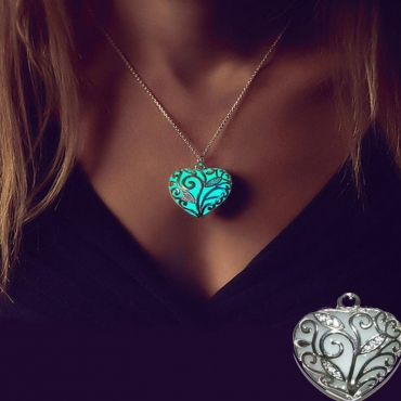 Lovely Stylish Heart-shaped Green Necklace