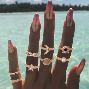 Lovely Vintage 8-piece Gold Alloy Ring