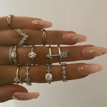 Lovely Trendy 10-piece Gold Ring