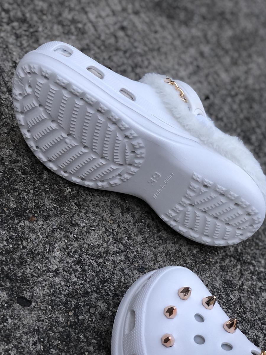 Lovely Rivet Decor Plush Slippers